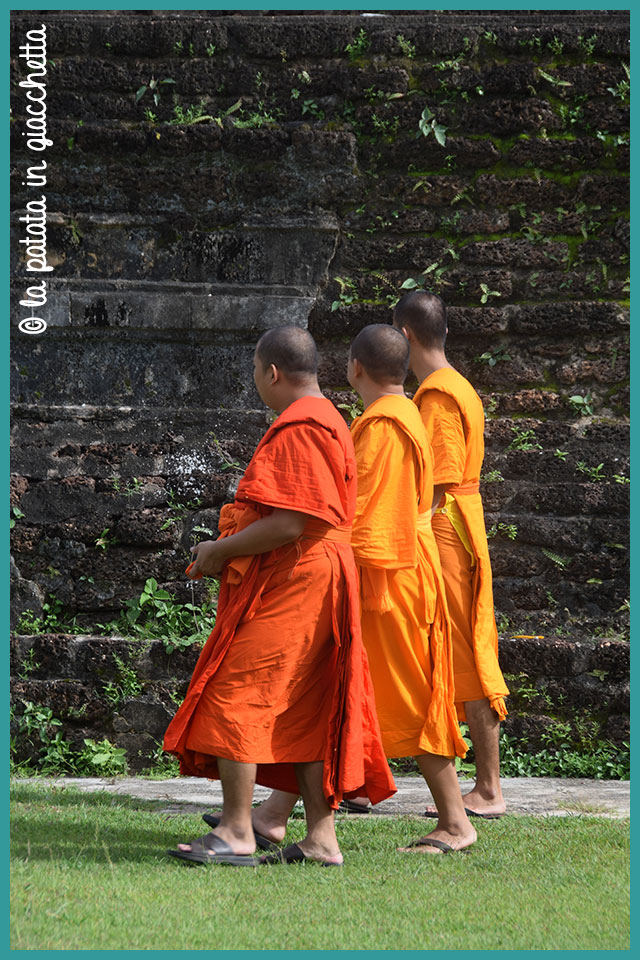 monaci-thailandesi